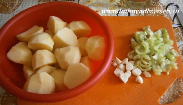 голень индейки с аджикой и картофелем в мультиварке
