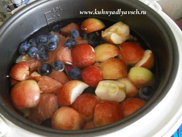 компот из яблок, терносливы и грейпфрута