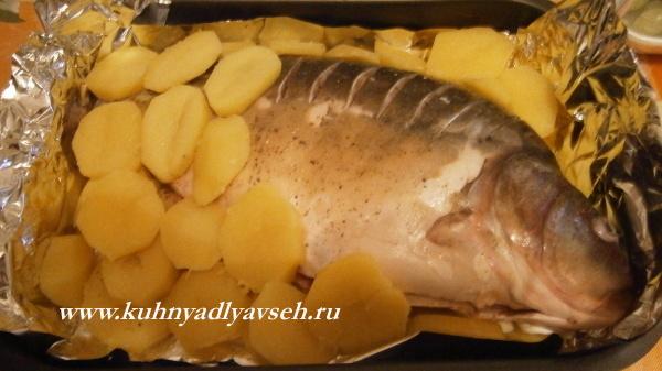 карп, с картофелем в духовке