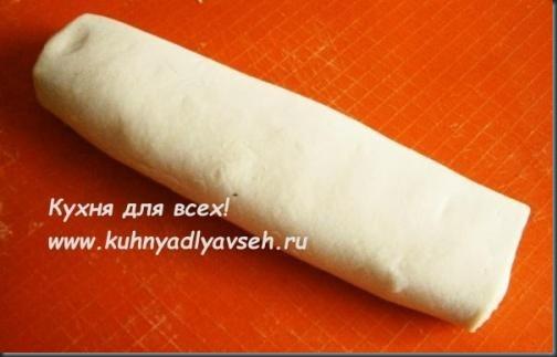 ruletyi-iz-bezdrozhzhevogo-sloyonogo-testa-s-myagkim-syirom-i-sladkimi-nachinkami