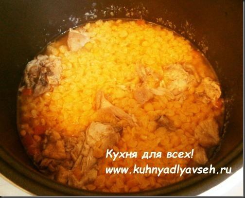 gorohovoe-pyure-s-kuritsey-v-multivarke