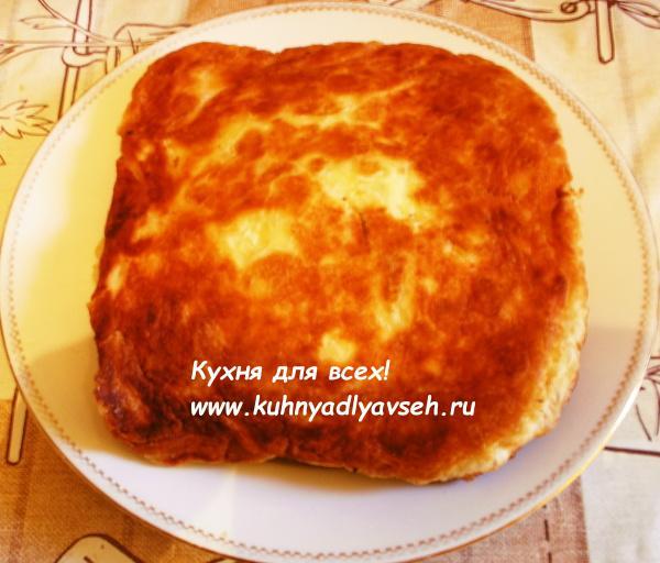Пироги из слоёного дрожжевого теста с мясом и грибами на сковороде