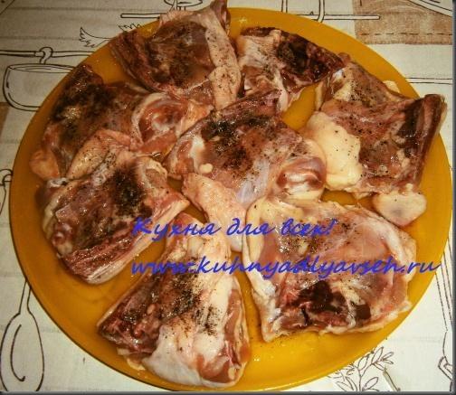 kuritsa-s-kartofelem-pod-folgoy