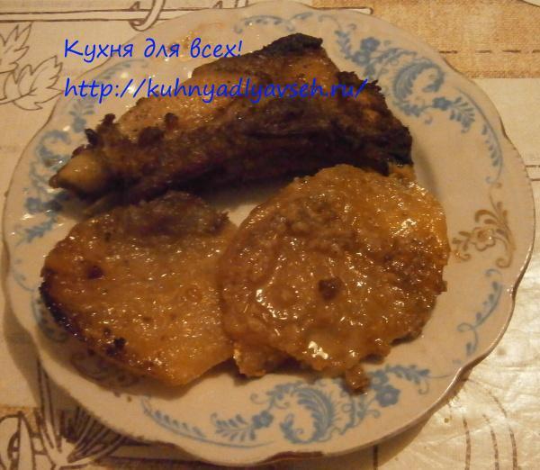 Свиные ребрышки в луково-чесночном маринаде в духовке