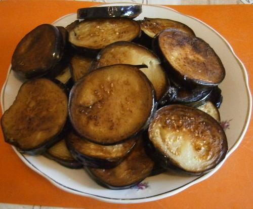 Баклажаны с фаршем и помидорами в духовке