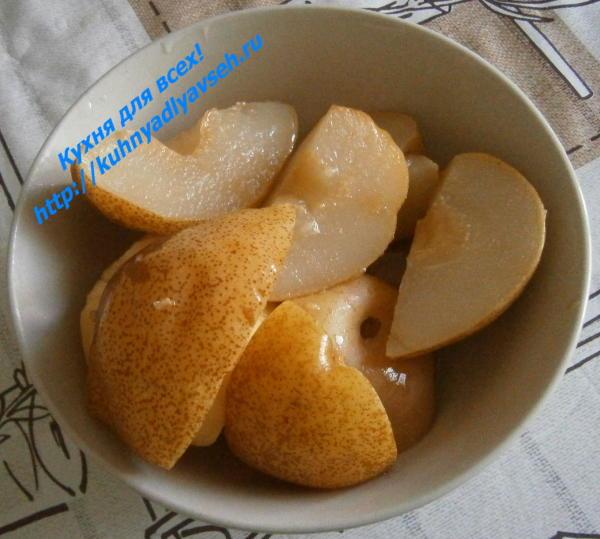 Десерт из айвы и груш в мультиварке