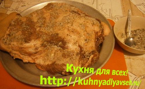 Лопатка свиная с картофелем в духовке